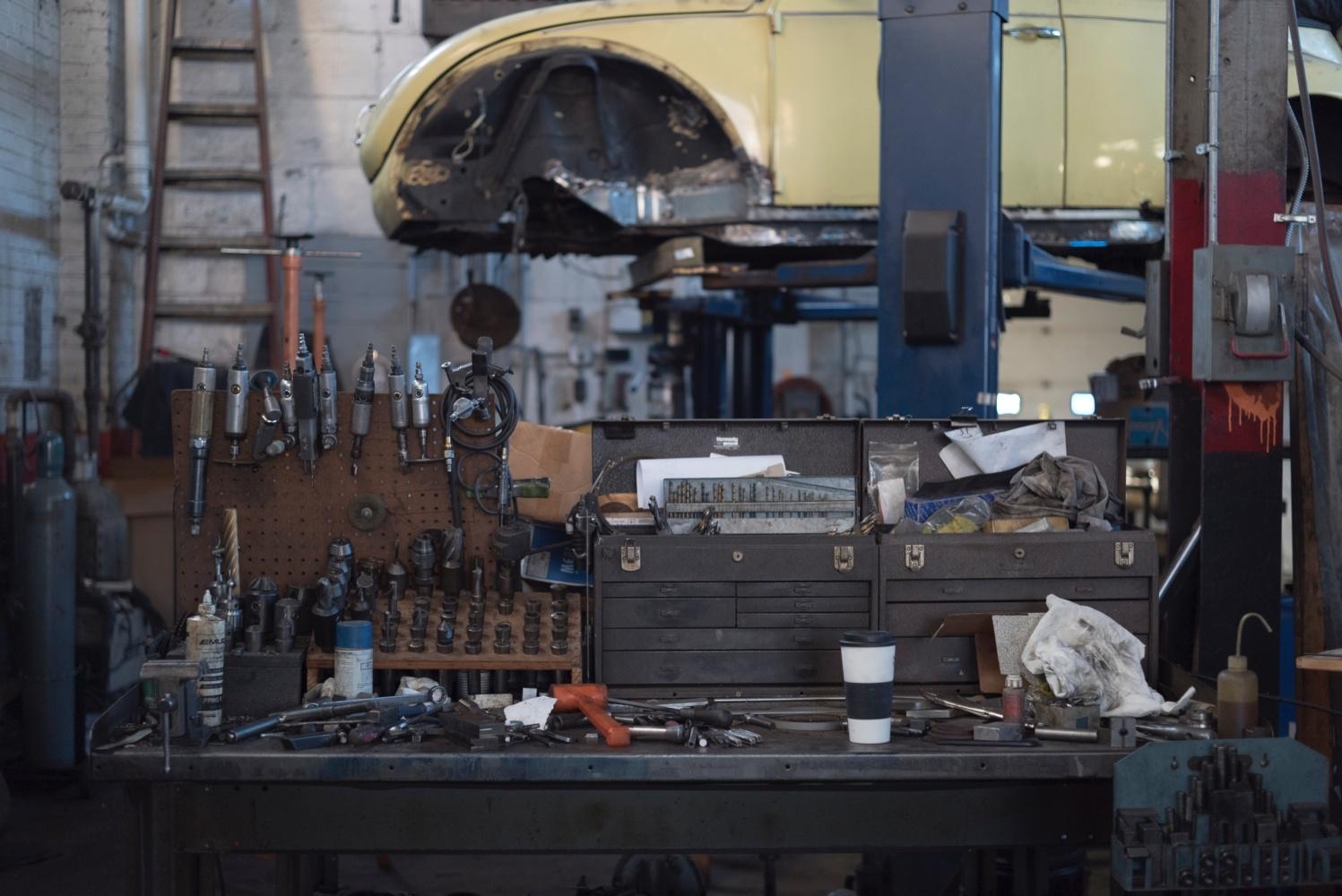 ある整備工場の風景